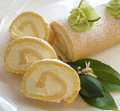 Roll Cake Design Recipe : Vanilla Scented Biscuit Roulade Cake CraftyBaking ...