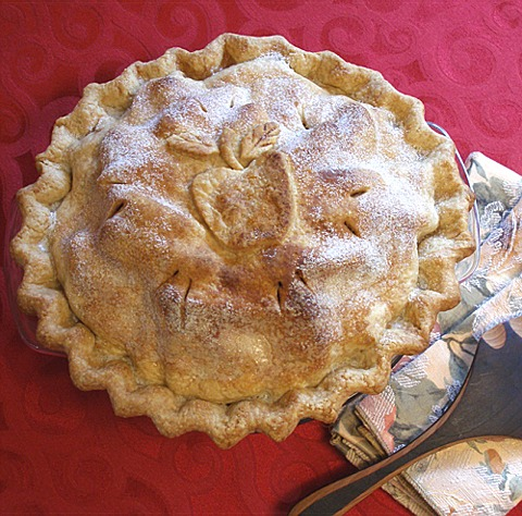 The ultimate apple pie recipe with a rum raisin sauce for Apple pie decoration